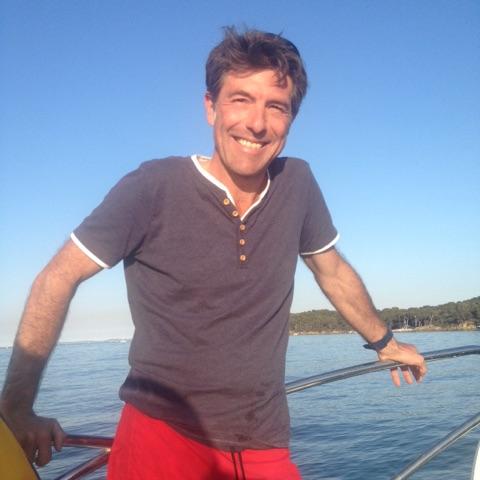 Welax spécialiste location catamaran moteur Welax powercat charter est une marque de la société VB yachting créée en 1990 par la regrettée Véronique Bodard, et spécialisée dans la location de bateaux. Laurent Tastet, a rejoint VB yachting en 2013 et en est devenu le gérant.