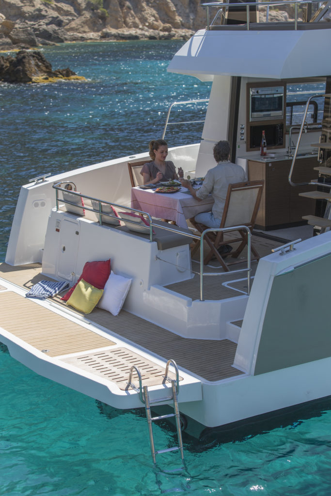 avantages catamaran moteur
