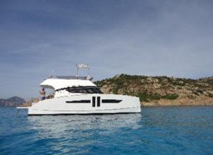 flotte différents catamarans à moteur AVENTURA