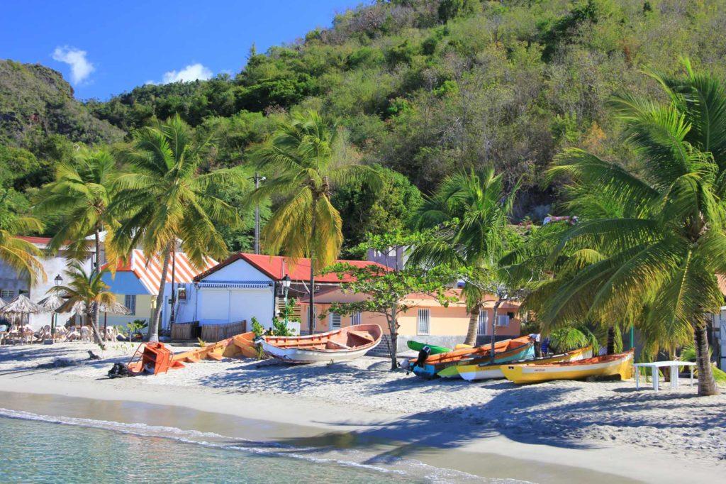 Location Catamaran Moteur Caraïbes : Cuba – Iles Vierges – St.Martin – Antigua – Guadeloupe – Martinique – Ste Lucie – St Vincent – Grenades – Bahamas