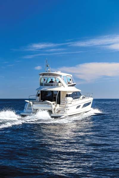 """Article """"12 bonnes raisons de louer un catamaran à moteur"""" © WELAX Power Charter"""