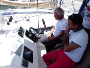Comment piloter un catamaran à moteur